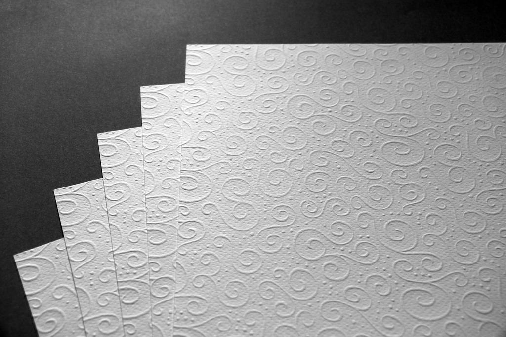 Ozdobný embosovaný papír III - bílý A4
