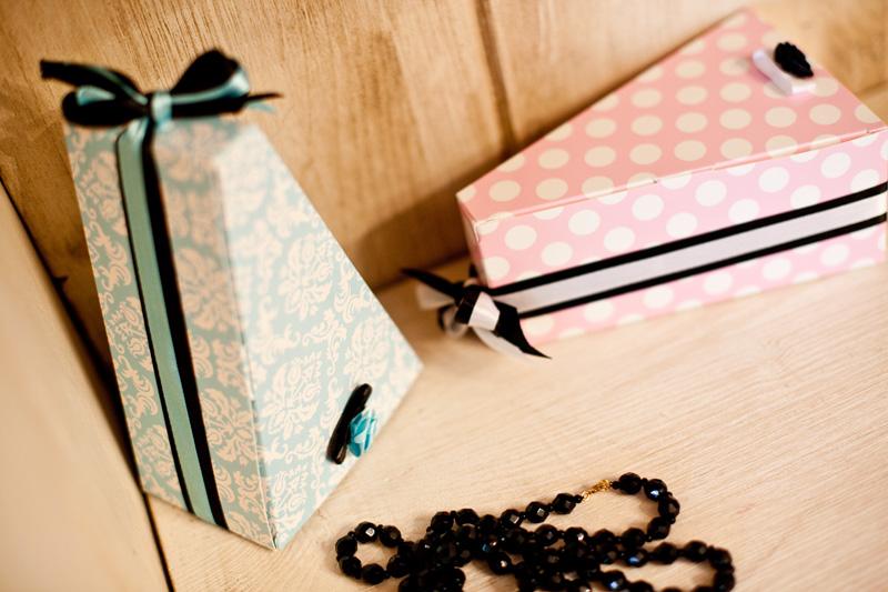 Krabičky na výslužky - fialové s puntíky