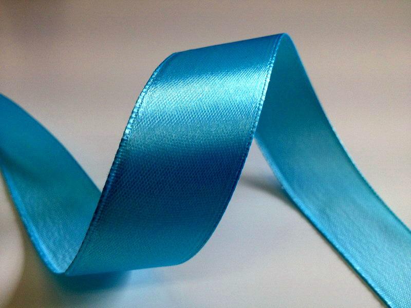 Světle modré saténové stuhy - 22 m / 2,5 cm