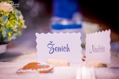 Originální jmenovky na svatební stůl
