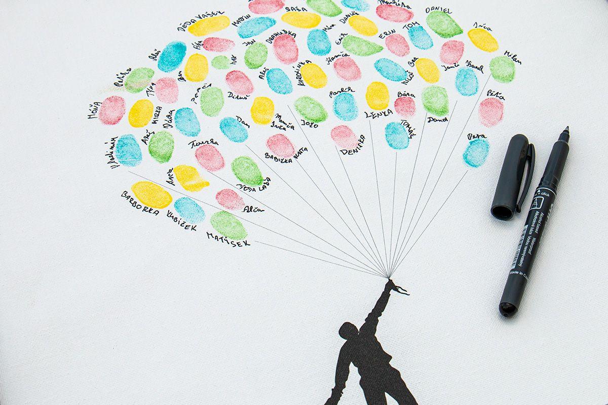 Svatební balónky hostů se jmény v bílém rámu 53 x 73 cm