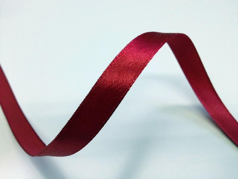Tmavě červené saténové stuhy - 22 m / 1,0 cm