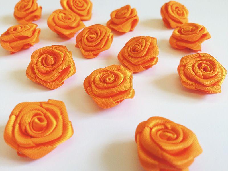 Saténové růžičky oranžové