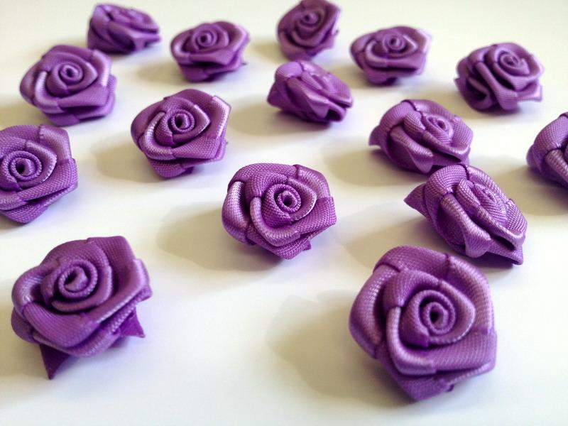 Saténové růžičky fialové