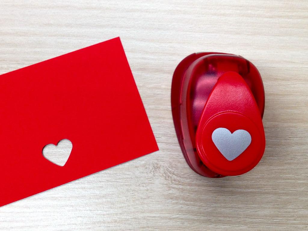 Ozdobná děrovačka 15 mm - srdce