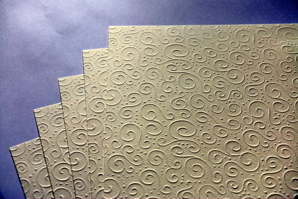 Ozdobný embosovaný papír III - champagne A4