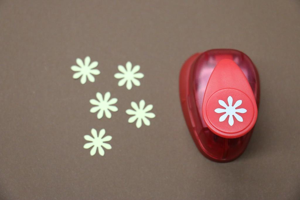 Ozdobná děrovačka 15 mm - květ