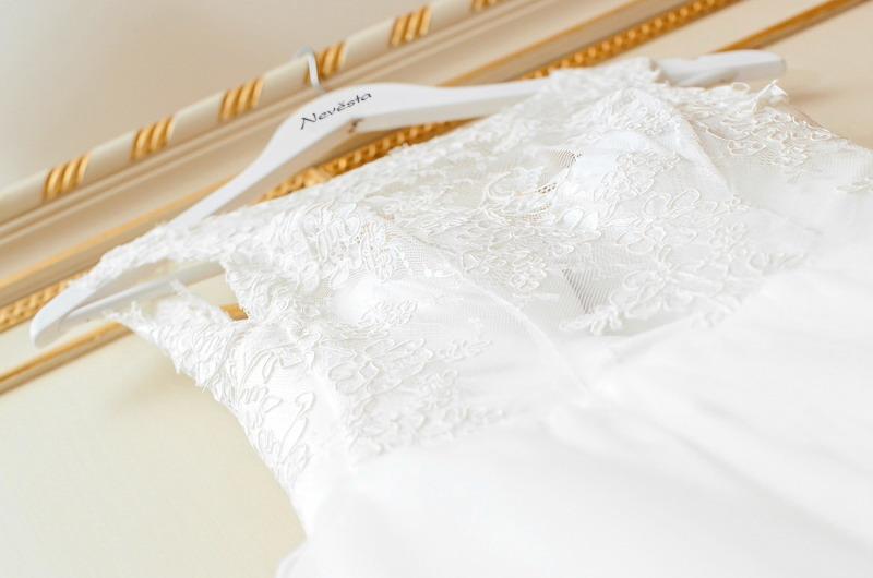 Svatební ramínka pro ženicha a nevěstu