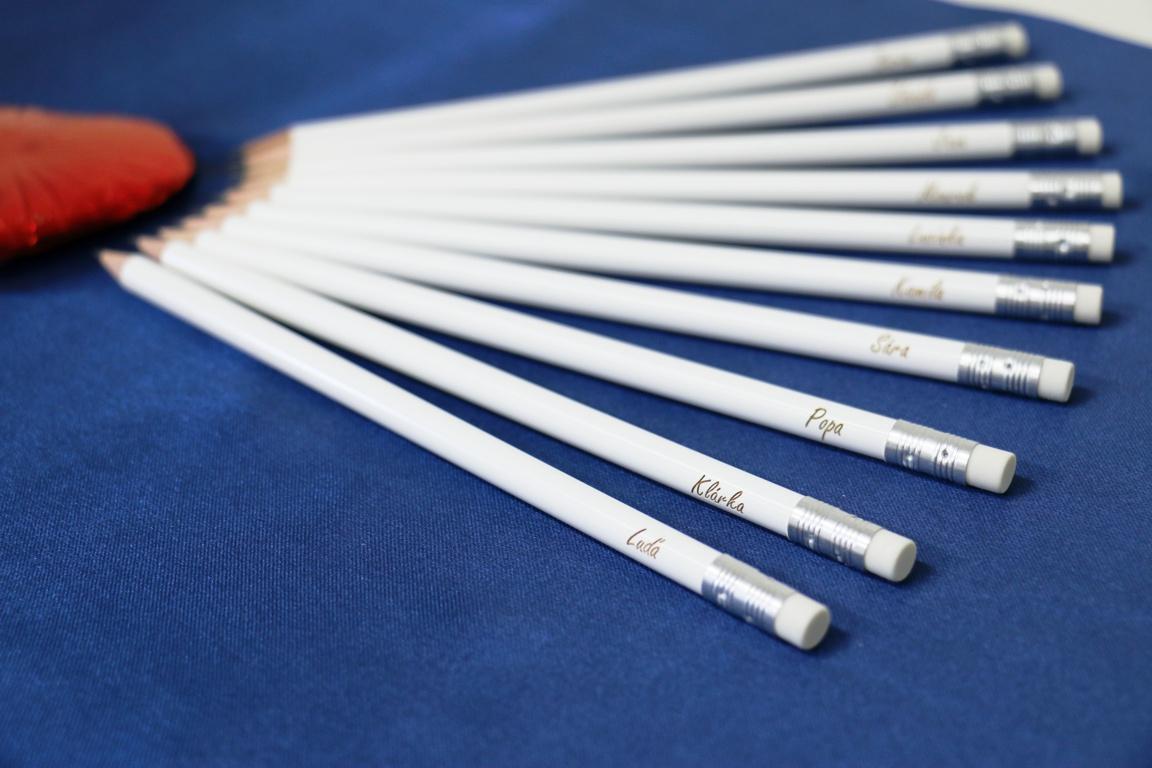 Svatební tužky s různými jmény