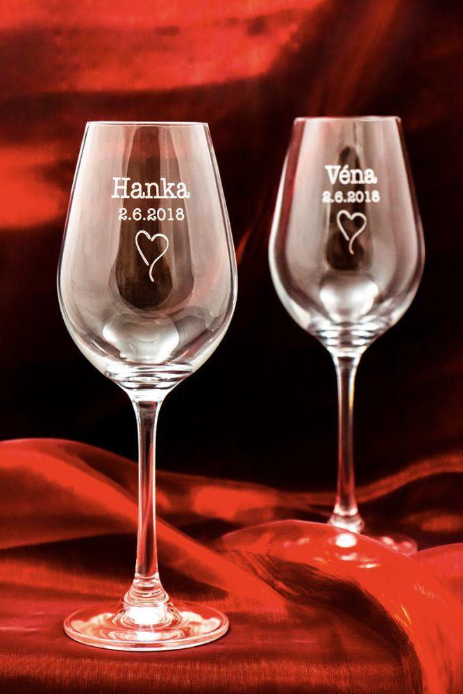 2 svatební skleničky na víno Viola se jmény v dárkové krabičce