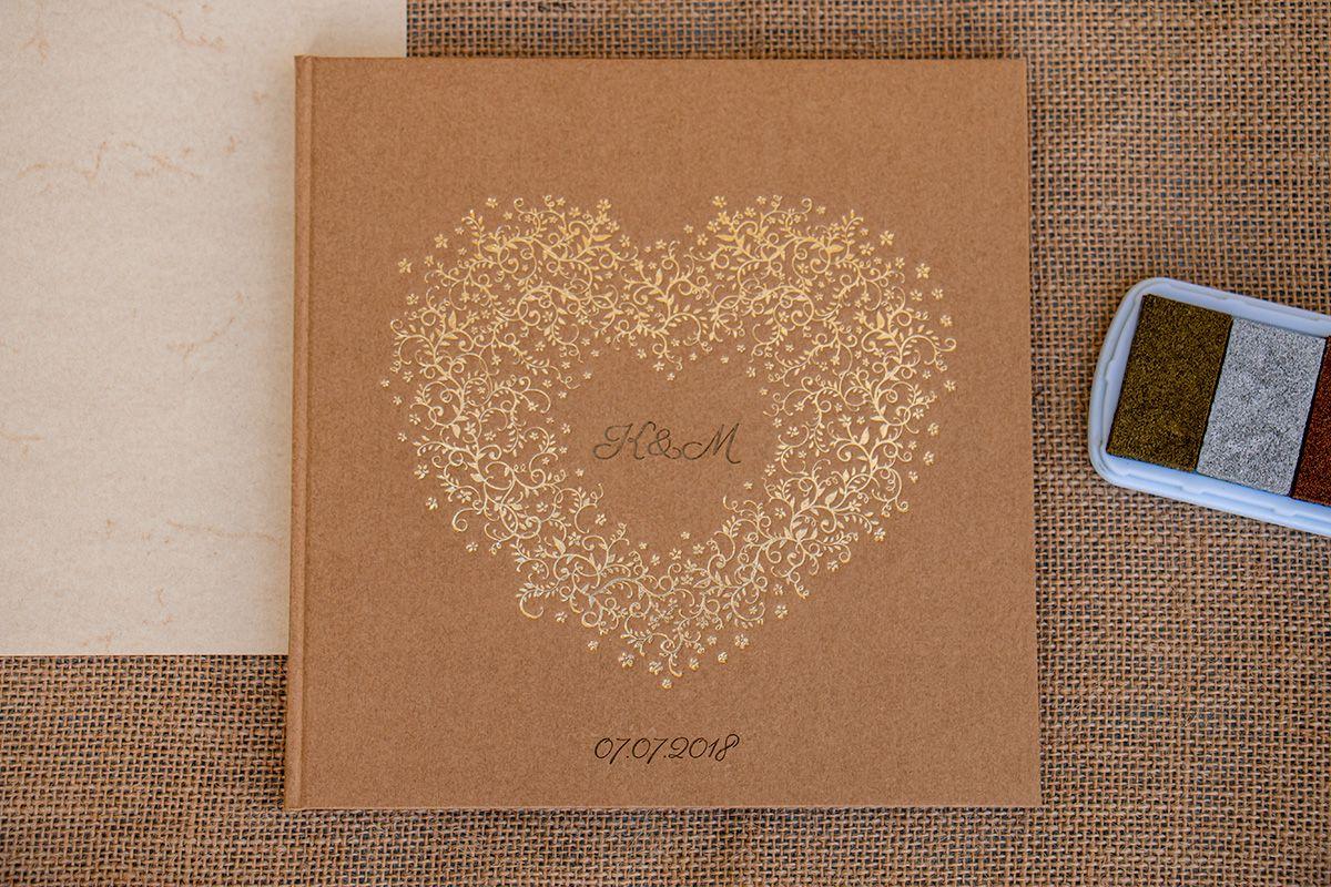 Svatební kniha hostů se zlatým srdcem - gravírovaná