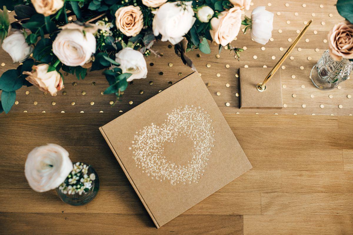 Kniha hostů se zlatým srdcem