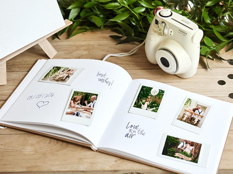 Svatební kniha hostů s květinami