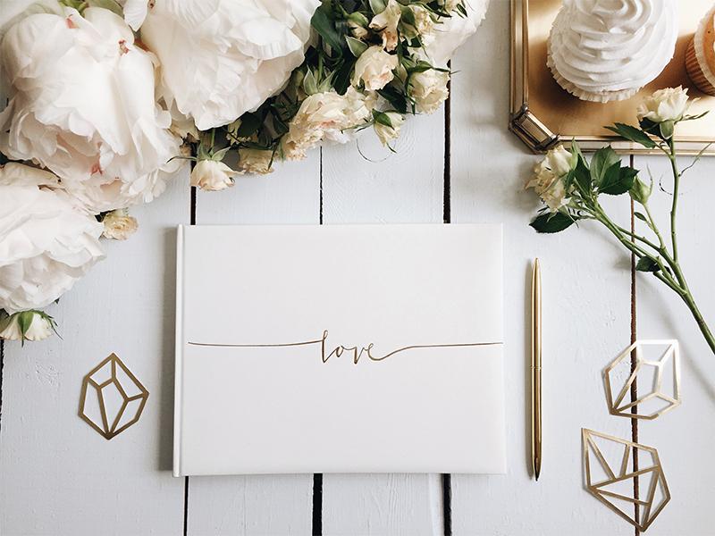 Kniha hostů se zlatým Love