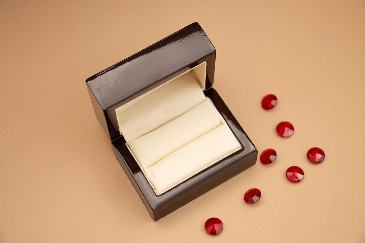 Luxusní krabička na prsteny s gravírováním