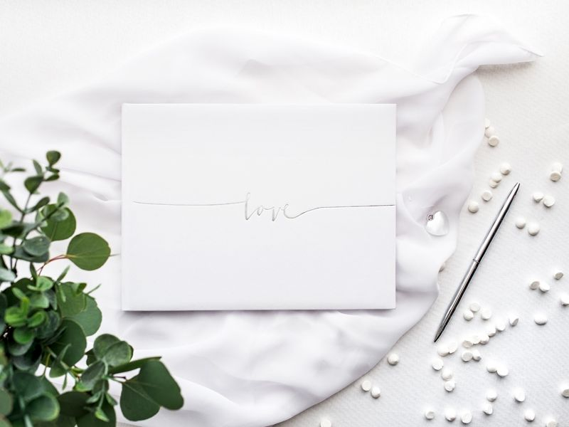 Kniha hostů se stříbrným Love