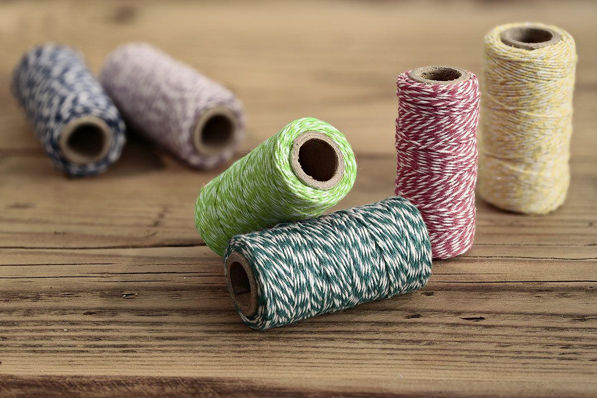 Barevný provázek z bavlny - zelený / bílý - 50 m