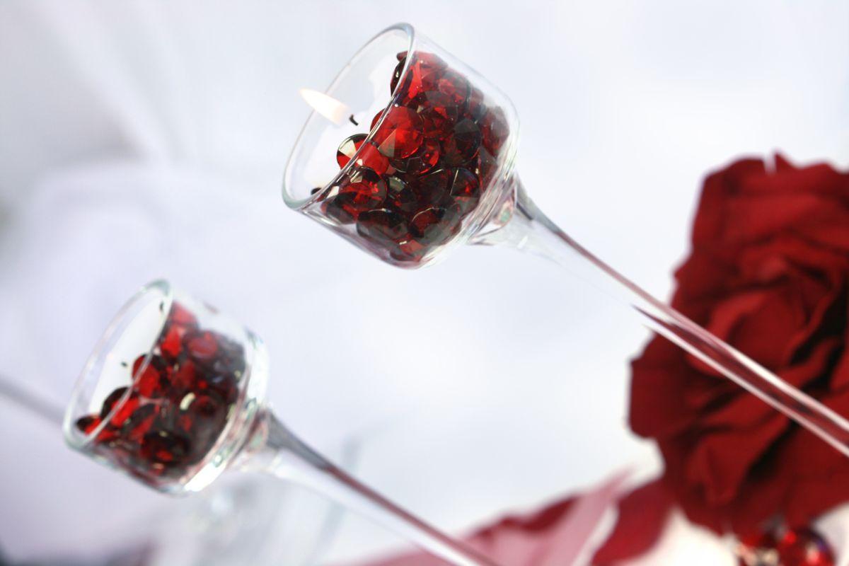 Dekorační akrylové diamanty 100 ks - červené